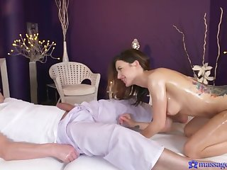 Brunette Babe's 1st Time Squirting