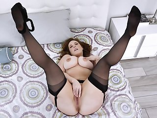 Married but still reiterate pose on cam in a beeline masturbating
