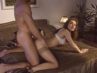Jolie francaise couche passionnement avec son garde du corps