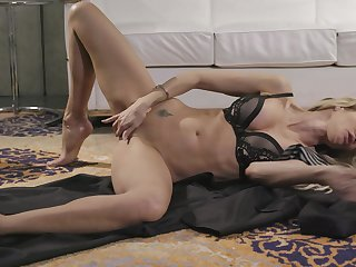 Hot MILF Jessica Drake slithers on the floor during sexy malediction solo