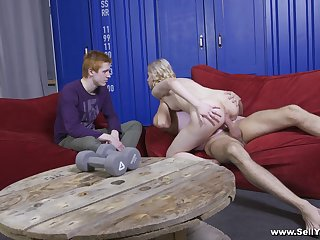 Boyfriend admires how great his girl buttocks fuck all over cuckold tryout