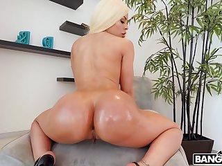Large bore blondie Luna Star gets fucked in her juicy fuck cleft